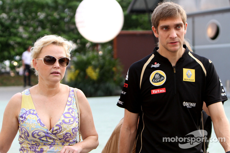 Vitaly Petrov, Lotus Renalut F1 Team and his manager