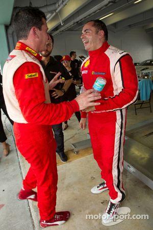 Race winnaar #777 Ferrari of Québec Ferrari 458 Challenge: Emmanuel Anassis viert met #22 Ferrari of Ft. Lauderdale Ferrari 458 Challenge: Enzo Potolicchio