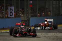 Jenson Button, McLaren Mercedes y Fernando Alonso, Scuderia Ferrari