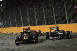 Vitaly Petrov, Lotus Renault GP and Pastor Maldonado, AT&T Williams