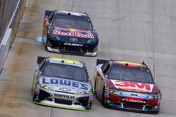 Jimmie Johnson, Hendricks Motorsports Chevrolet, Greg Biffle, Roush Fenway Racing Ford