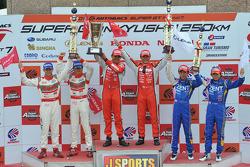 GT500 class podium: race winners Satoshi Motoyama, Benoit Tréluyer, second place Masataka Yanagida,