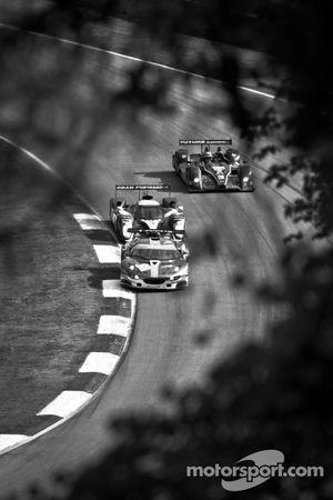 #64 Lotus Jetalliance Lotus Evora: Oskar Slingerland, Martin Rich, Jensen Kasper, #8 Peugeot Sport T