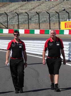 Graeme Lowdon Chief Executive, Marussia Virgin Racing ve John Booth, Marussia Virgin Racing Direktör