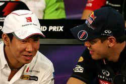 Kamui Kobayashi, Sauber F1 Team en Sebastian Vettel, Red Bull Racing