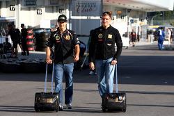 Vitaly Petrov, Lotus Renalut F1 Team and Bruno Senna, Renault F1 Team