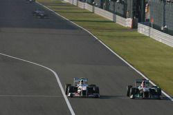 Sergio Pérez, Sauber F1 Team y Michael Schumacher, Mercedes GP