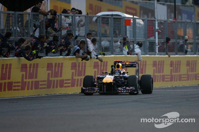 Durante mucho tiempo, el GP de Japón fue la penúltima carrera de la temporada de F1, por lo que fue escenario de 12 grandes premios en los que se decidió el título. El primero fue con James Hunt, en 1976, y el último en 2011, con Sebastian Vettel, aunque en ese momento ya no estaba entre las tres últimas citas del año.