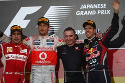 Podium: Sieger Jenson Button, McLaren Mercedes; 2. Fernando Alonso, Scuderia Ferrari; 3. Sebastian V