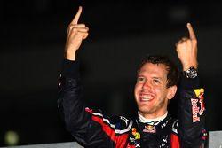 Sebastian Vettel, Red Bull Racing nuevo campeón del mundo celebra con el equipo