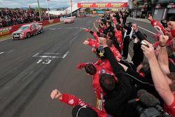 #2 Toll Holden Racing Team: Garth Tander, Nick Percat wins