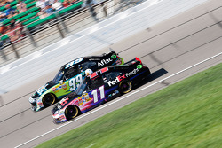 Carl Edwards, Roush Fenway Racing Ford & Denny Hamlin, Joe Gibbs Racing Toyota