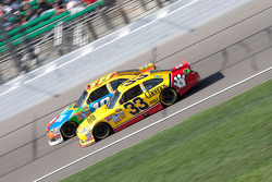 Kyle Busch, Joe Gibbs Racing Toyota et Clint Bowyer, Richard Childress Racing Chevrolet