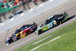 Kasey Kahne, Red Bull Racing Team Toyota et Carl Edwards, Roush Fenway Racing Ford