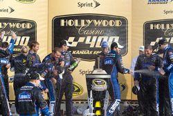 Victory lane: race winnaar Jimmie Johnson, Hendrick Motorsports Chevrolet