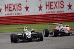 Alexander Sims overtakes Lucas Foresti
