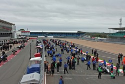 BF3 cars line up on the grid