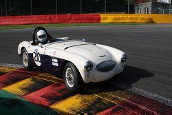 #210 Austin Healey 100S: Ian Montgomery, Robert Mills