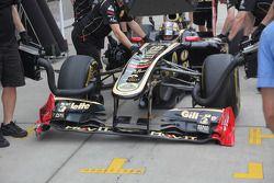 Бруно Сенна, Lotus Renault GP повредил переднее антикрыло