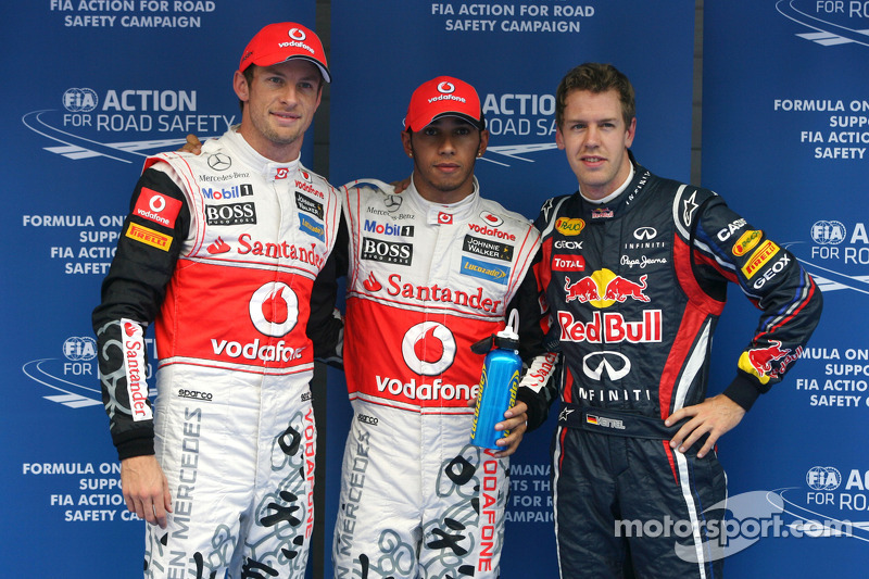 Ganador de la pole Lewis Hamilton, McLaren Mercedes, segundo lugar Sebastian Vettel, Red Bull Racing y tercer puesto Jenson Button, McLaren Mercedes