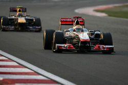 Льюис Хэмилтон, McLaren Mercedes и Марк Уэббер, Red Bull Racing