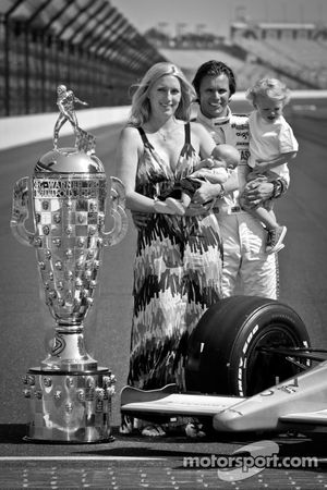 2011 Indy 500 race winner Dan Wheldon, Bryan Herta Autosport with Curb / Agajanian with his wife Sus