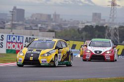 Tiago Monteiro, SEAT Leon 2.0 TDI, SUNRED and Gabriele Tarquini, SEAT Leon 2.0 TDI, Lukoil