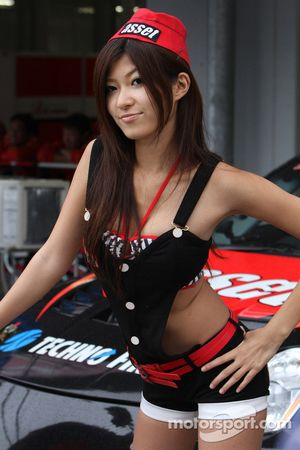 Girl in the pit lane