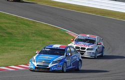 Yvan Muller, Chevrolet Cruz 1.6T, Chevrolet and Kristian Poulsen, BMW 320 TC, Liqui Moly Team Engstl