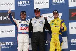 Michel Nykjer, SUNRED SR Leon 1.6T, SUNRED Engineering 1st position, Kristian Poulsen, BMW 320 TC, Liqui Moly Team Engstler 2nd position and Colin Turkington, BMW 320 TC, Aviva-Cofco Wiechers-Sport 3rd position