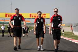 J��r��me d'Ambrosio, Marussia Virgin Racing walks track