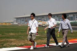 Kamui Kobayashi, Sauber F1 Team wandelt op het circuit