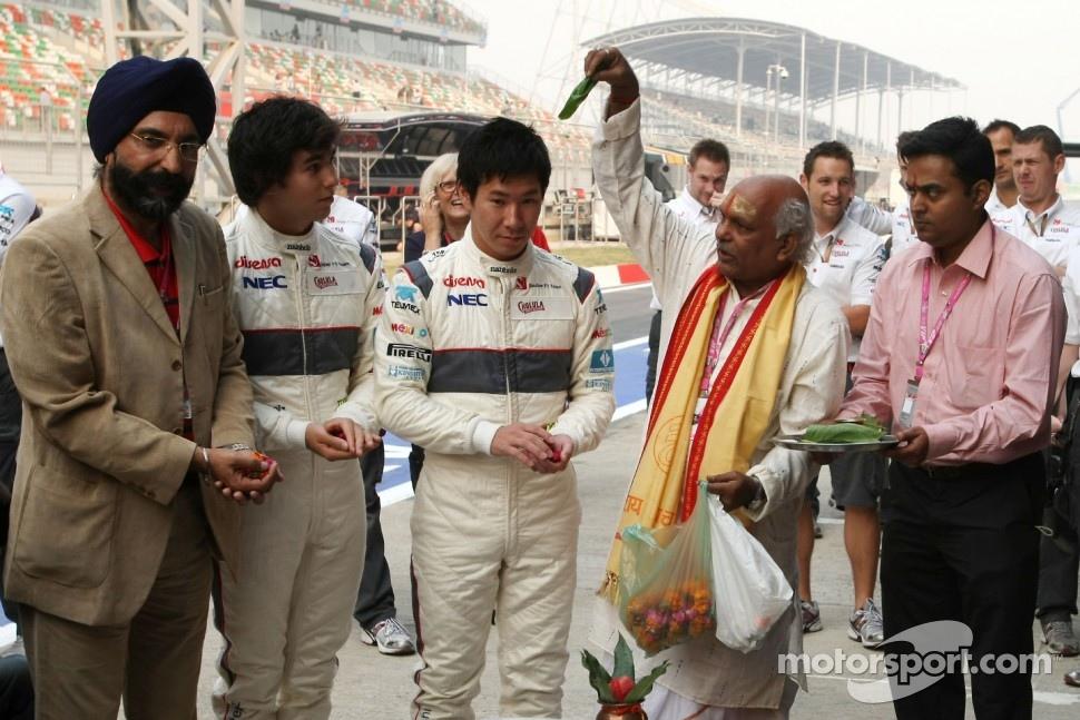 Sergio Perez, Sauber F1 Team and Kamui Kobayashi, Sauber F1 Team, Sauber F1 Team Indian blessing ceremony, car Puja