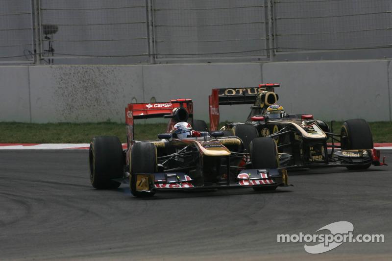 Sebastien Buemi, Scuderia Toro Rosso and Bruno Senna, Renault F1 Team