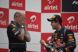 Podium: Adrian Newey, Red Bull Racing, Technical Operations Director and race winner Sebastian Vette