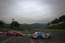 #93 BMW M3 E46: Guy Povey, Allan Sheperd, Eric van de Vyver, #3 Aston Martin V12 Zagato: Ulrich Bez,