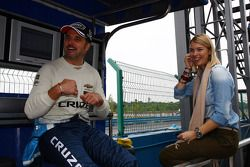 Yvan Muller, Chevrolet Cruz 1.6T, Chevrolet en vrouw