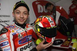 Valentino Rossi, Ducati Marlboro Team met speciale helm als eerbetoon voor Marco Simoncelli