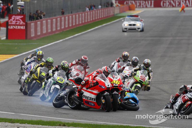Valencia 2011: Startcrash met Rossi, Bautista en De Puniet