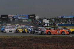 Norbert Michelisz, BMW 320 TC, Zengo-Dension Team and Colin Turkington, BMW 320 TC, Aviva-Cofco Wiec