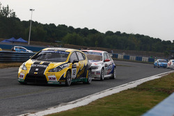 Tiago Monteiro, SEAT Leon 2.0 TDI, SUNRED en Kristian Poulsen, BMW 320 TC, Liqui Moly Team Engstler