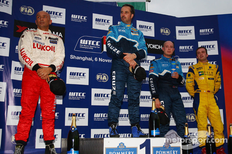 Yvan Muller, Chevrolet Cruz 1.6T, Chevrolet winnaar, Gabriele Tarquini, SEAT Leon 2.0 TDI, Lukoil
