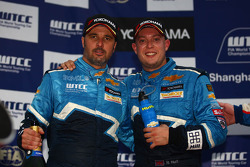 Yvan Muller, Chevrolet Cruz 1.6T, Chevrolet winnaar en Robert Huff, Chevrolet Cruze 1.6T, Chevrolet