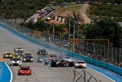 Start: #23 JR Motorsports Nissan GT-R van Lucas Luhr, Michael Krumm in crash