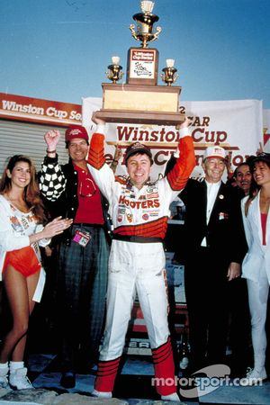 Alan Kulwicki wint de 1992 Winston Cup