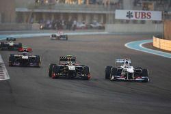 Vitaly Petrov, Lotus Renault GP en Kamui Kobayashi, Sauber F1 Team