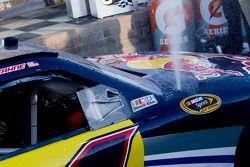 Victory lane: race winnaar Kasey Kahne, Red Bull Racing Red Bull Toyota