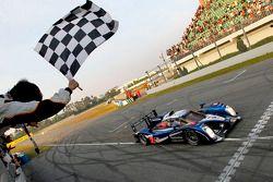 Race winnaar #7 Peugeot Sport Total Peugeot 908: Sébastien Bourdais, Anthony Davidson