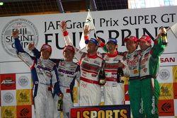 GT500 overall podium: first place Masataka Yanagida, Ronnie Quintarelli, second place Takuya Izawa, Naoki Yamamoto, third place Juichi Wakisaka, Andre Couto