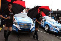 Robert Huff, Chevrolet Cruze 1.6T, Chevrolet y las chicas Yokohama
